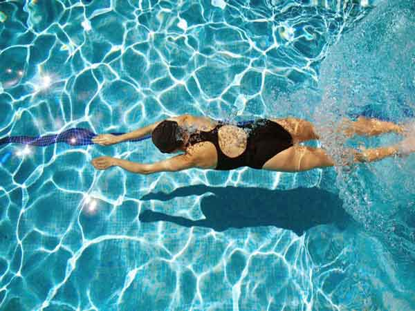 Kỹ thuật chân trong bơi ếch cơ bản