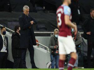 Tin bóng đá 19/10: HLV Mourinho tức giận chỉ trích học trò
